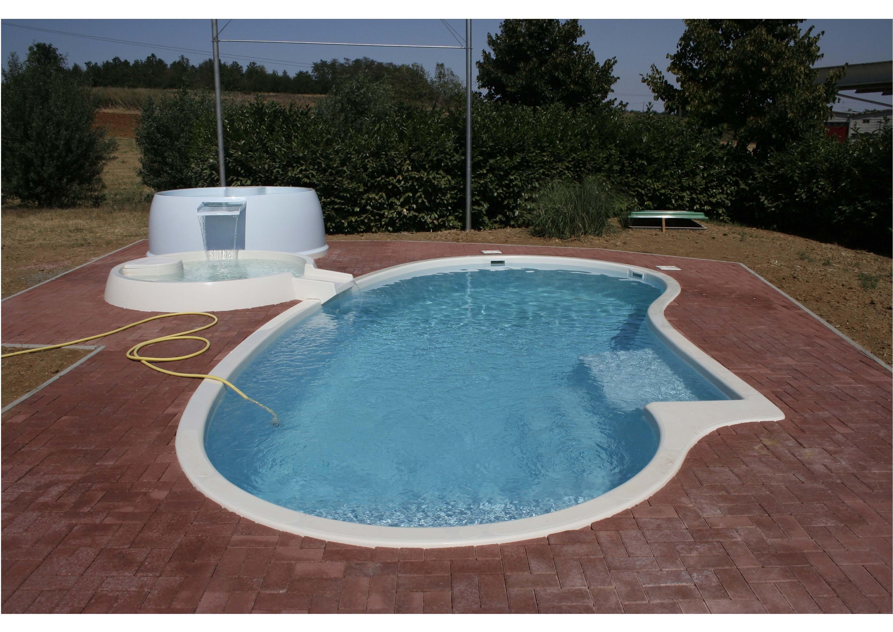 Vetroresina monoblocco - Prezzo piscina vetroresina ...